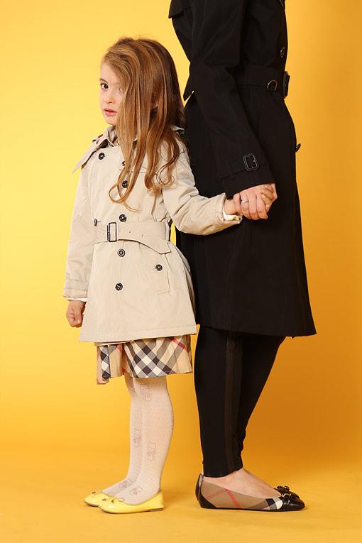 博柏利(Burberry)女童服装