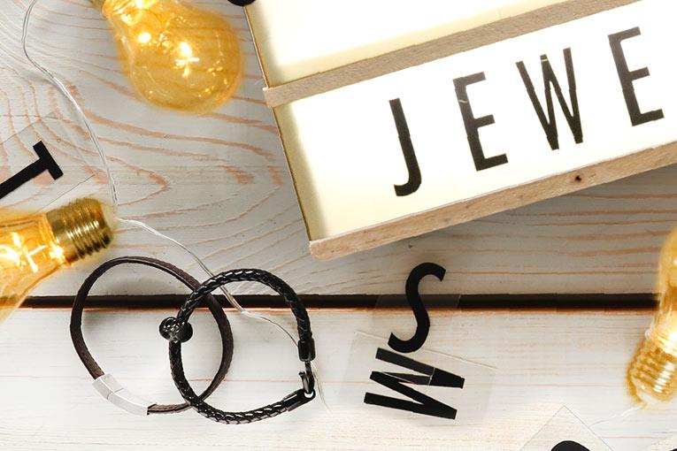 bijoux homme de marque bracelets pendentifs et bagues. Black Bedroom Furniture Sets. Home Design Ideas